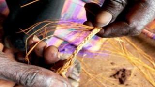 Les artisanes du raphia